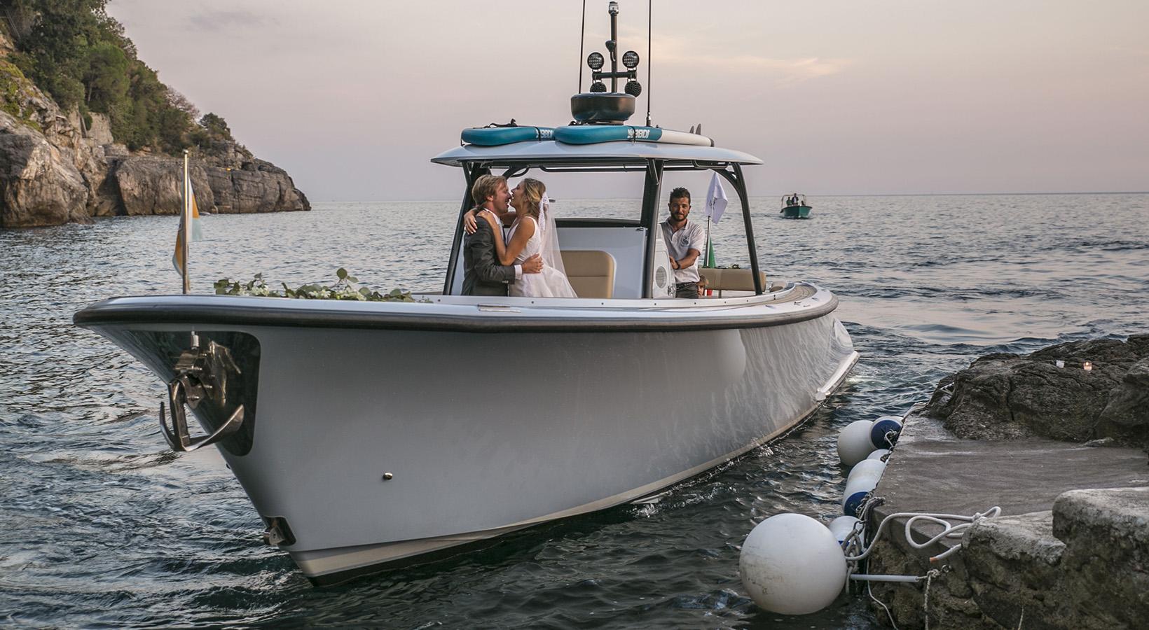 sposi in barca a villa treville